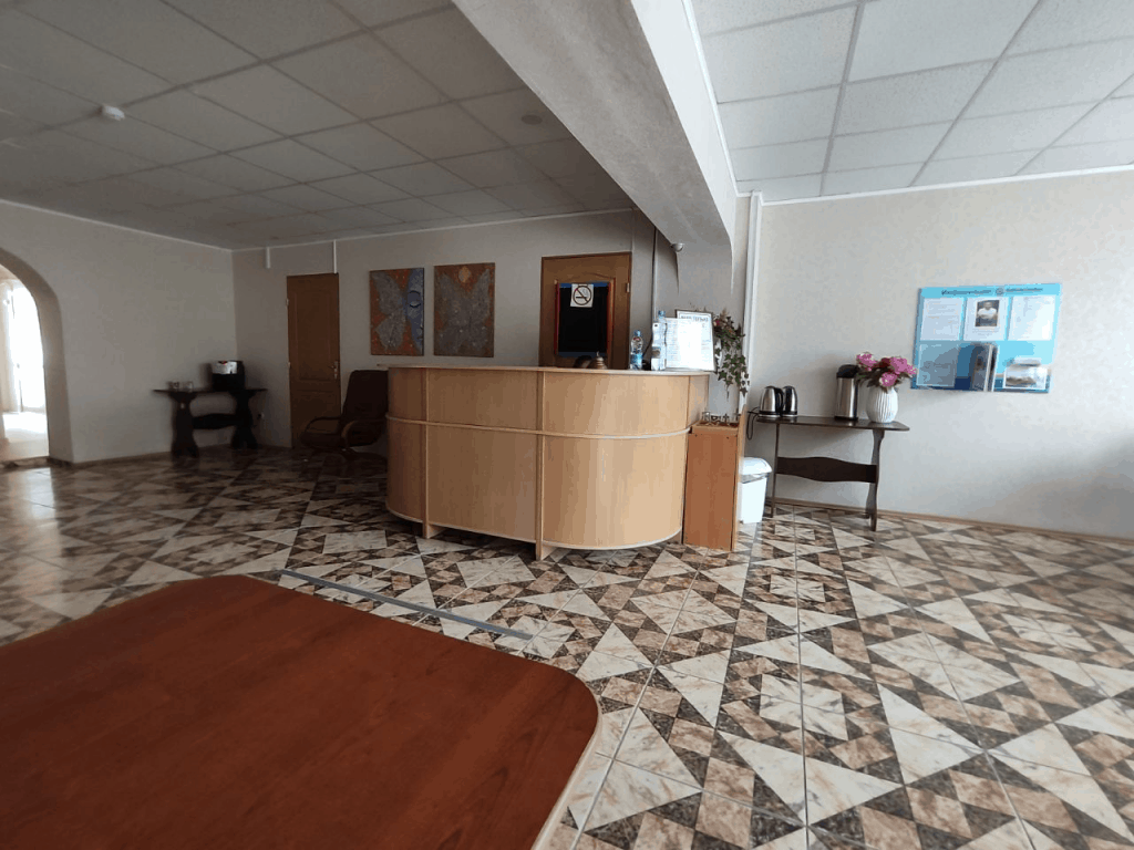Гостиница Топаз Зеленоградск. Холл и стойка администрации
