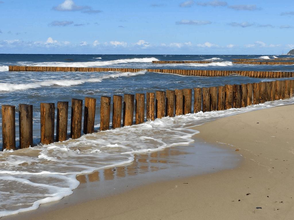 Буны на пляже Светлогорска