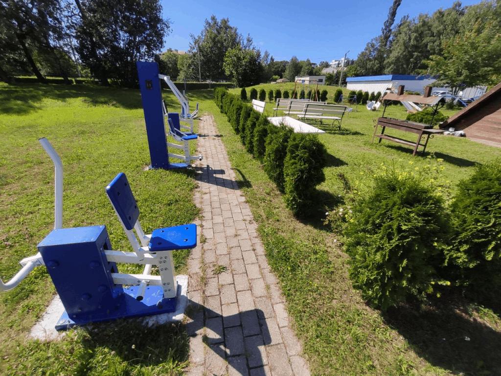 Территория отеля Волна Светлогорск
