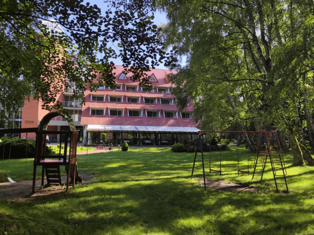 Отель Русь Светлогорск. Вид из парка
