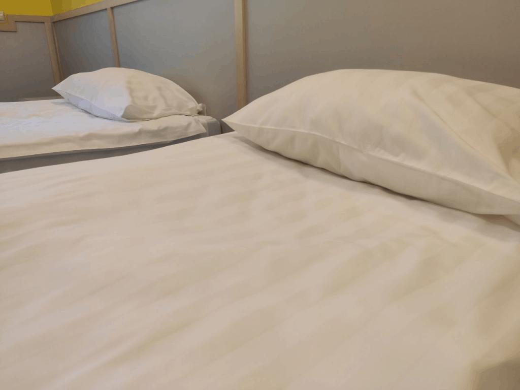 """Отель """"Дом Рыболова"""" Кршская коса. Кровати"""
