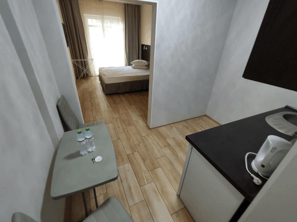Гостиница Круиз Пионерский. Апартаменты с балконом. Кухня