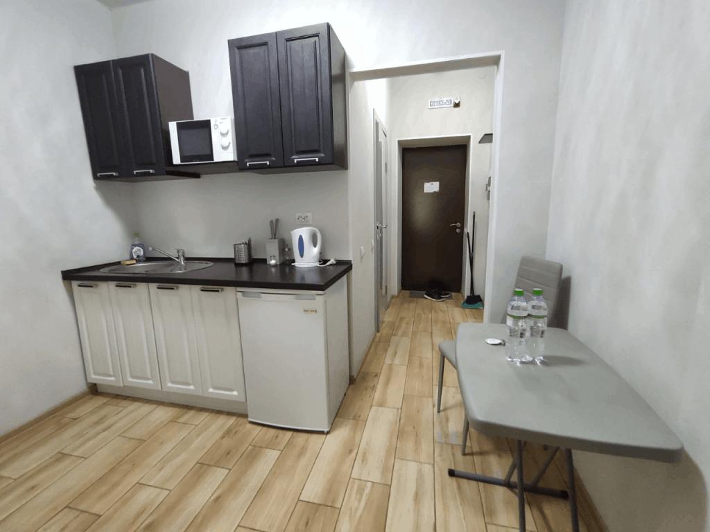 Гостиница Круиз Пионерский. Апартаменты с балконом. Кухонный гарнитур