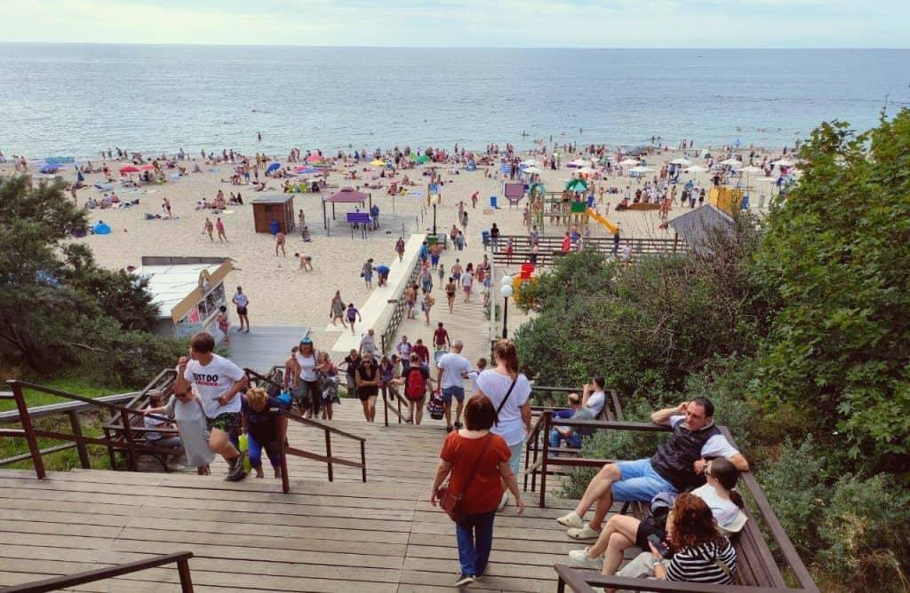 Центральный спуск на пляж. Янтарный