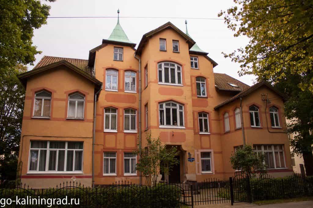 Достопримечательности Зеленоградска - многоквартирный дом начала XX века