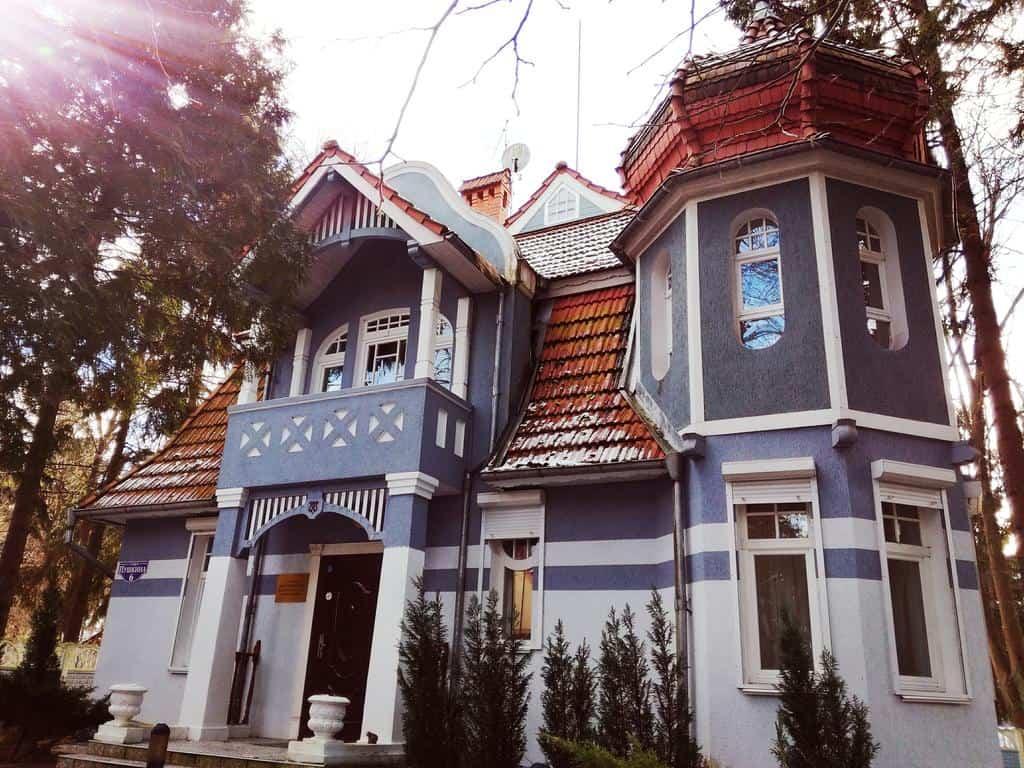 Отель Золотая Бухта в историческом здании Светлогорска
