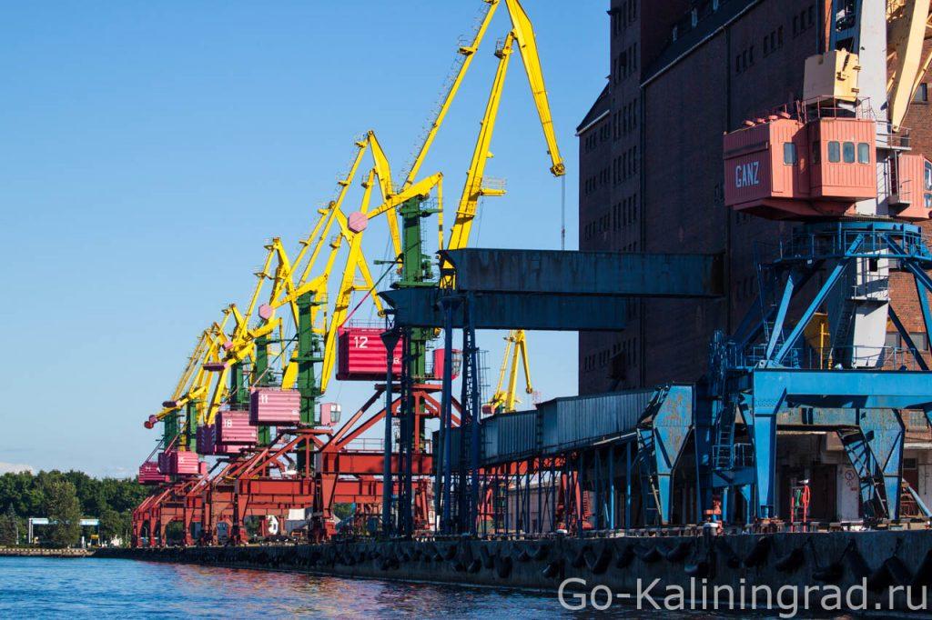 Портовые краны в Калининграде